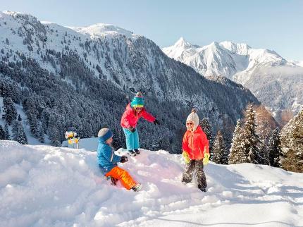 Spielplatz im Schnee