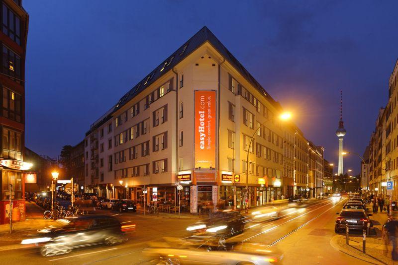 berlin easyhotel berlin hackescher markt. Black Bedroom Furniture Sets. Home Design Ideas