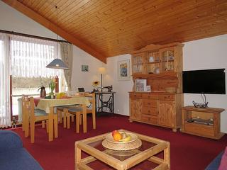 Wohnzimmer mit Essbereich Fewo 1