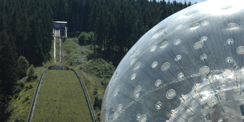 Downhill-Zorbing an der Hochfirst-Schanze