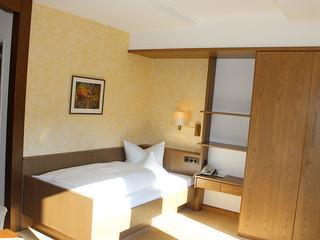 Landhotel Gasthof Hubertus - Beispiel Einzelzimmer / Urheber: Edgar Stracke / Rechteinhaber: © Edgar Stracke