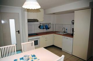 Die Küche bietet viel Paltz für die Zubereitung von Speisen