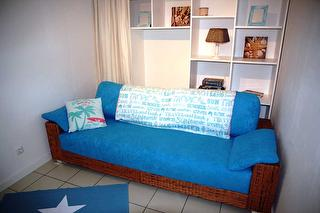 Die Schlafcouch im Wohnraum bietet Platz für 2 Kinder