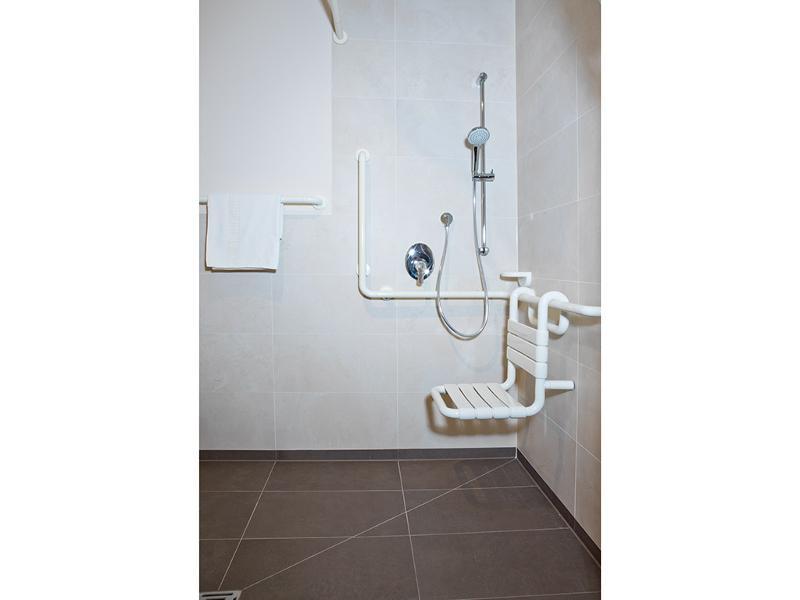 Dusche rollstuhlgerecht gr e for Rollstuhlgerecht bauen
