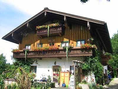 Haus Obinger (DE Reit im Winkl). (2) Drei-Raum-Ferienwohnung 65qm, Dusche/WC, 2 Extra-Schlafzimmer, Küche, Balkon