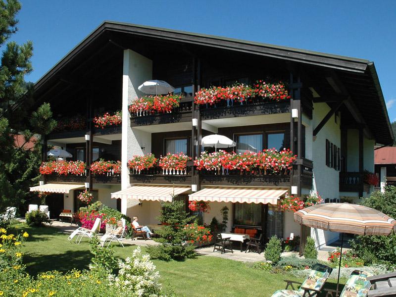 Vierjahreszeiten (DE Reit im Winkl). (4) Drei-Raum-Ferienwohnung 62qm, Bad/WC, 2 Extra-Schlafräume, Küche, Balkon