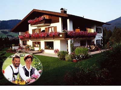 Gästehaus Schmuck (DE Reit im Winkl). (4) Zwei-Raum-Ferienwohnung 50qm, Dusche/WC, Extra-Schlafraum, Küchenzeile, Balkon