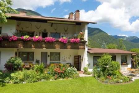 Haus Achental (DE Schleching). Ferienwohnung 1 Terrasse 2 Pers. 26 qm