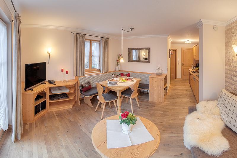 ferienwohnungen im rosengarten mayer dagmar de ruhpolding b ferienwohnung veilchen 40qm. Black Bedroom Furniture Sets. Home Design Ideas