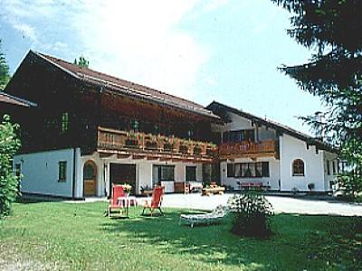 Reitmaier Siegfried (DE Ruhpolding). Appartement -II- (45 qm), Balkon, Küche extra, 1 Schlaf-/Wohnzimmer, max 3 Personen