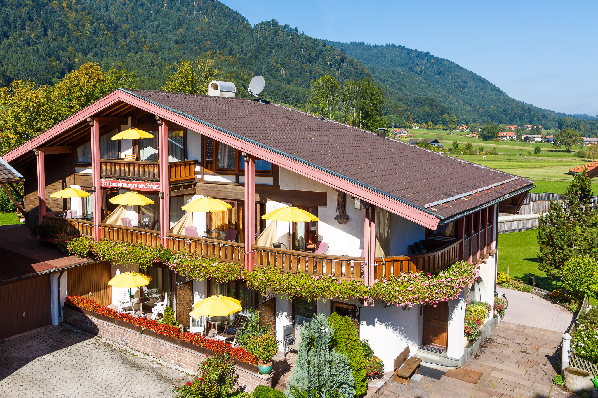Ferienwohnungen am Schloss (DE Ruhpolding). G. Ferienwohnung -Superior- (40-45qm),  Balkon o. Terrasse, Kochnische, 1 Schlaf- und 1 Wohnzimmer, Komfor