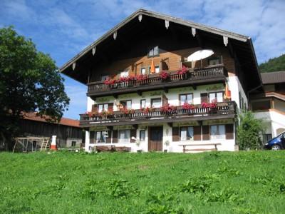 Dandl-Hof (DE Ruhpolding). Ferienwohnung -Christl- (45qm), Balkon, Kochnische, 1 Schlaf- und 1 Wohn-/Schlafzimmer, max 4 Personen
