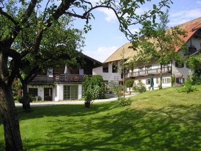 Höglhof (DE Ruhpolding). Ferienwohnung (46qm), Balkon, Kochnische, 1 Schlaf- und 1 Wohn-/Schlafzimmer, OG