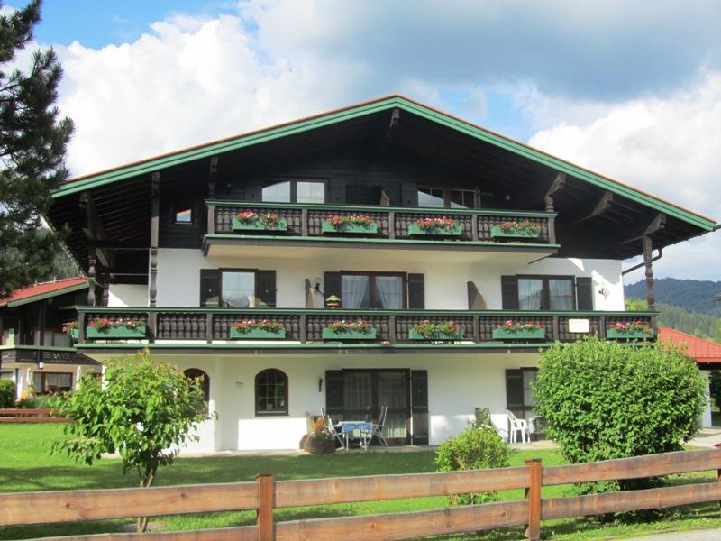 Alpenland Appartement (DE Reit im Winkl). Zwei- Raum-Ferienwohnung, Dusche/WC, Balkon