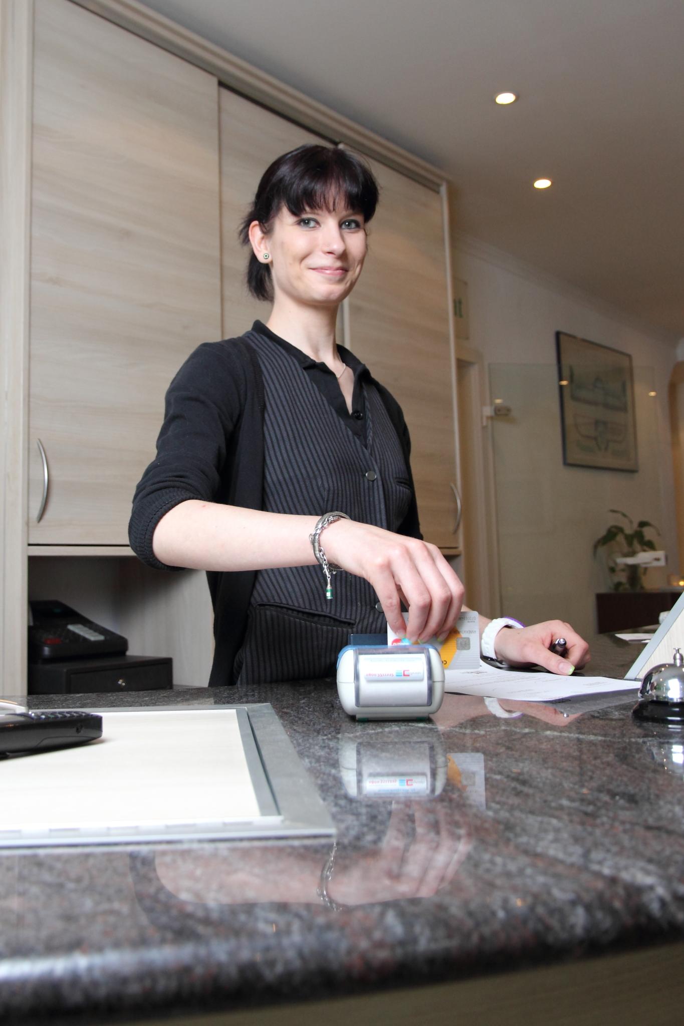 Rezeption im Hotel & Restaurant Kranichsberg