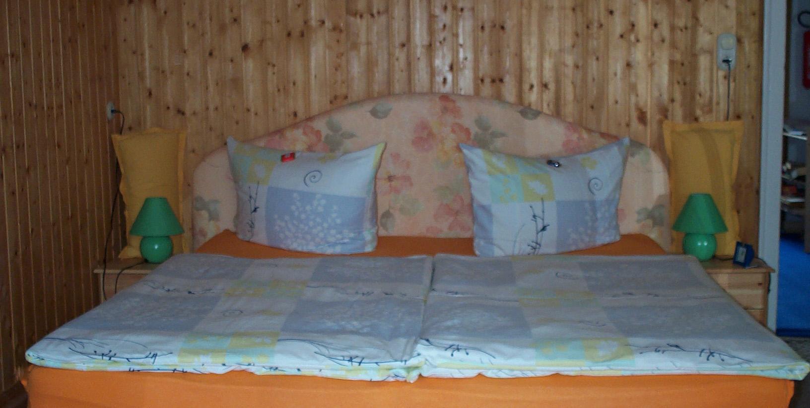 Zimmer2_Bett