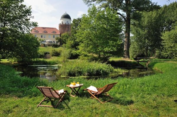 Burgpark mit Liegen