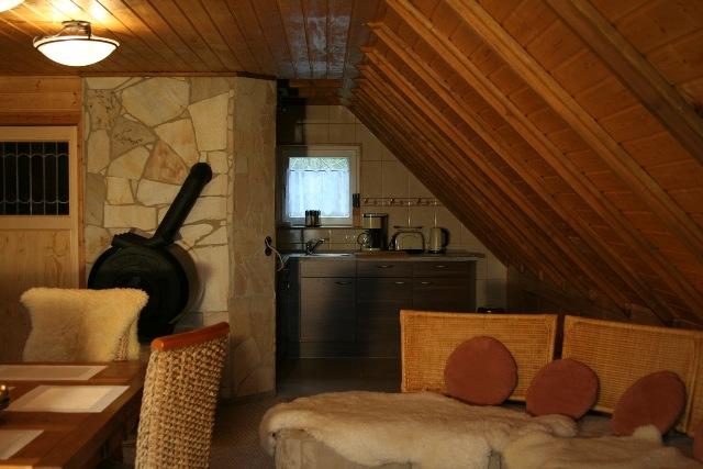 Wohnbereich mit Küchenzeile Dachgeschoss