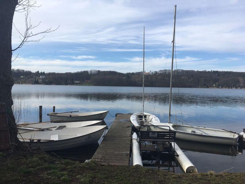 Steg und Boote am Scherrmützelsee