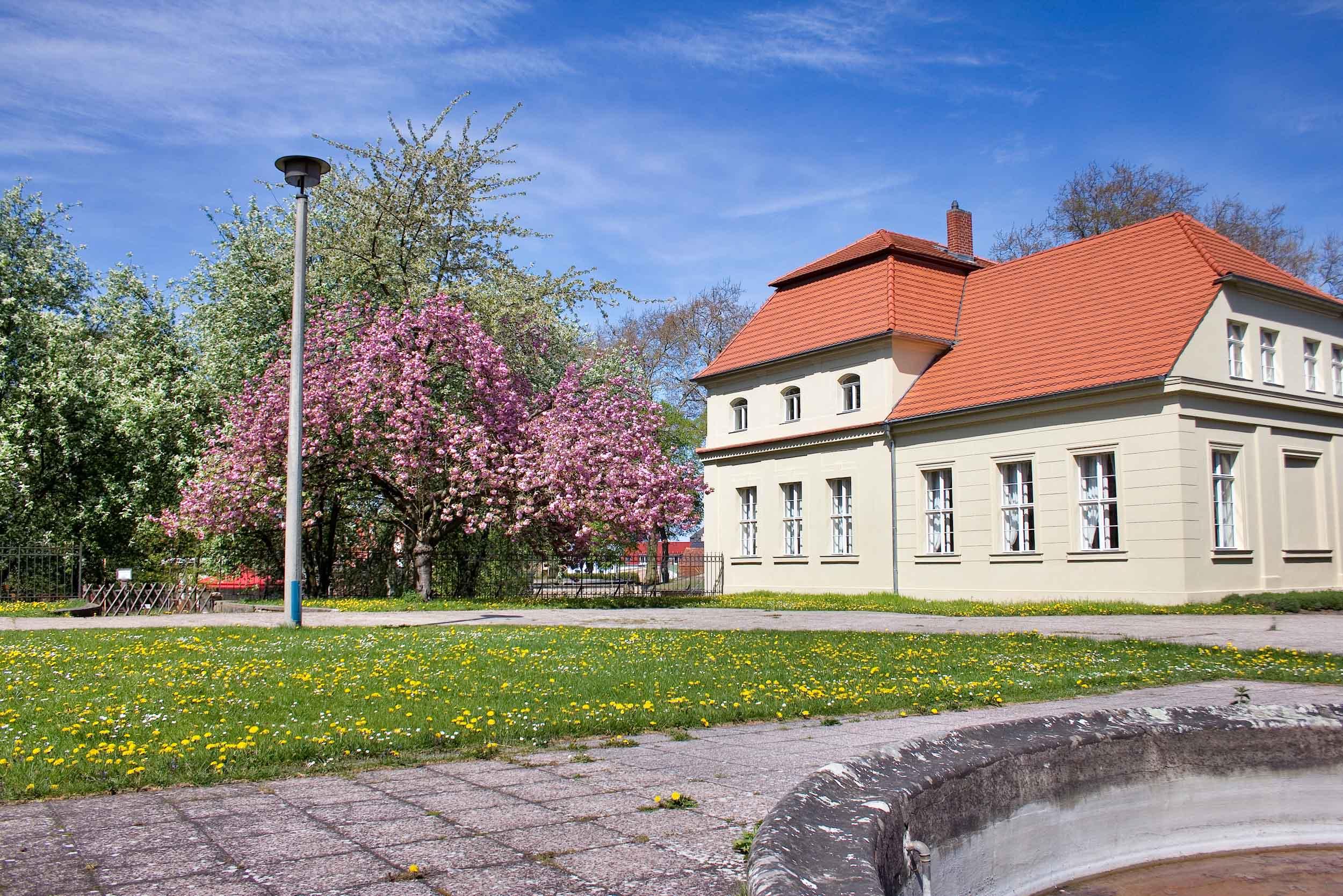 Gästehaus Außenansicht - Frühjahr