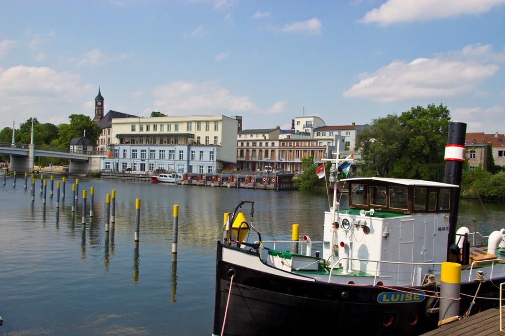 Blick auf die Pension über die Havel