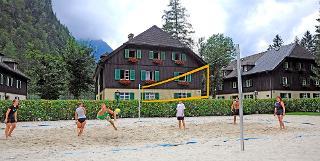 Volleyballplatz im Bundessport- und Freizeitzentrum Obertraun / Urheber: Bundessport- und Freizeitzentrum Obertraun / Rechteinhaber: © Bundessport- und Freizeitzentrum Obertraun