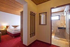 Doppelzimmer mit Balkon | © Landhotel Agathawirt