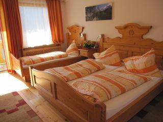 Dreibettzimmer Comfort mit Balkon / Urheber: Ehrenfried Vierthaler / Rechteinhaber: © Ehrenfried Vierthaler