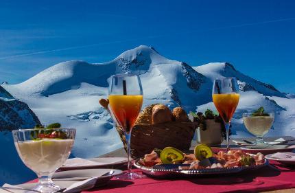Tirols höchstes Frühstück im Café 3.440 inkl. Berg- und Talfahrt