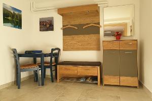 Vorraum mit Garderobe und Sitzgelegenheit | © Johann Höll