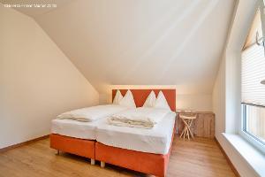 Schlafzimmer mit TV | © Belvilla