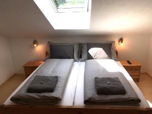 Zimmer 3 Doppelbett | © Thomas und Franziska Wigert