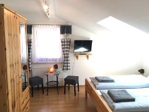 Zimmer 4 Gemütliches Doppelzimmer mit Dachfenster   © Thomas und Franziska Wigert