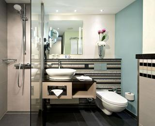 Badezimmer / Rechteinhaber: © Crowne Plaza Berlin City Centre