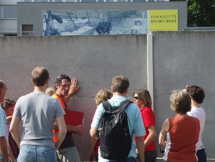 Berlijnse Muur Tour - niederländisch (med de fiets) 10 uur