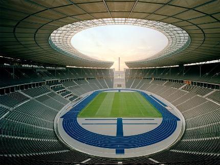 Olympiastadion – Highlight Tour (englisch) Schwerbeschädigt