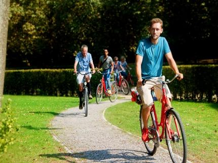 "Free Berlin - Guided Bike Tour ""Berlin's Best"" (incl. bike & helmet) - Entrance ticket reduced (pupil/student with BWC)"