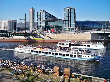 Stern und Kreisschiffahrt - Historische Stadtrundfahrt Schiffstour - 1 Stunde - Ticket mit Berlin WelcomeCard