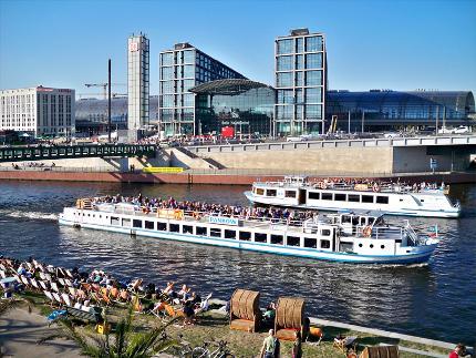 1-stündige Bootsfahrt in Berlin mit Sitzplatzgarantie Abfahrt: Nikolaiviertel Ermäßigt (Senioren)