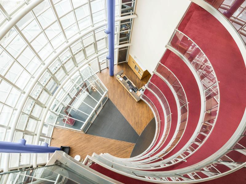 Lobby Blick von oben herab / Urheber: NH Hotel Dresden Neustadt / Rechteinhaber: © NH Hotel Dresden Neustadt