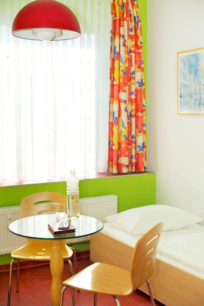 cityherberge dresden dresden und umgebung unterk nfte. Black Bedroom Furniture Sets. Home Design Ideas