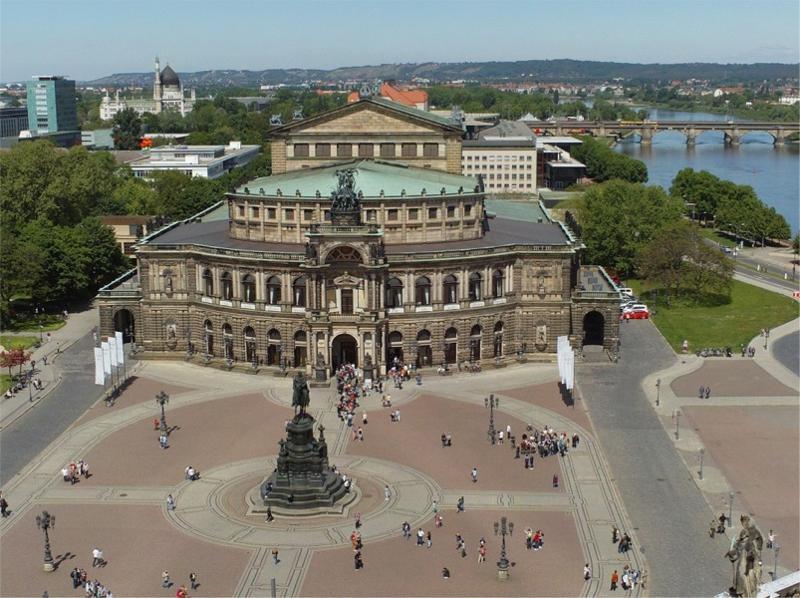 Theaterplatz mit der Semperoper / Urheber: Erlebnistouren Dresden Renger / Rechteinhaber: © Erlebnistouren Dresden Renger