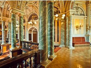Semperoper Dresden: Vestibül 2. Rang / Urheber: Foto: c by f L y / Rechteinhaber: © Semperoper Dresden