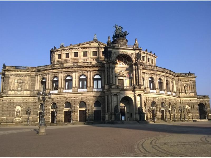 Semperoper - Blick vom Theaterplatz / Urheber: Erlebnistouren Dresden Renger / Rechteinhaber: © Erlebnistouren Dresden Renger