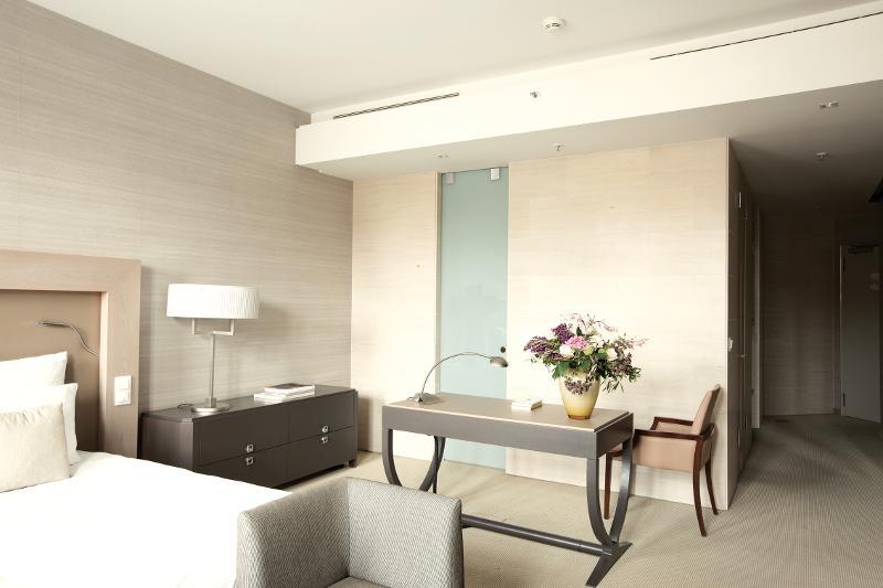 vienna house qf dresden dresden convention. Black Bedroom Furniture Sets. Home Design Ideas