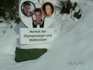 Heimat der Olympiasieger und Weltmeister. - Aus Schonach kommen Olympiasieger und Weltmeister in der Nordischen Kombination und Skisprung.