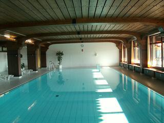 Schwimmbad in der Wohnanlage
