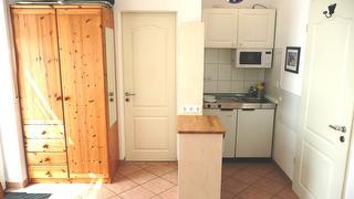 1 Zi. Wohnung Blick zur Mini-Küche und Eingang DU/WC