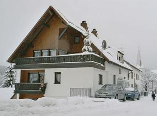 Winterbild Haus Elfriede Walter