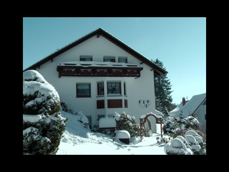 Hausansichti im Winter